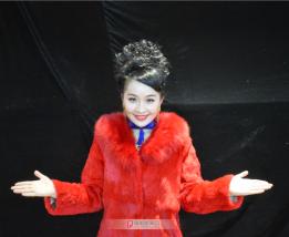 受央视邀请参加全球中文音乐榜的著名歌唱演员刘玉环