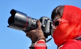 神秘的红衣摄影师