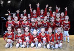 2018阜阳网络春晚演出之后,方圆舞蹈艺术学校的娃娃们