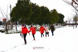 滨河公园雪景