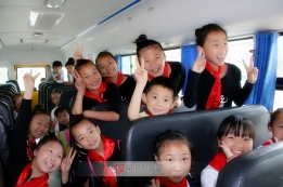 """关爱留守儿童、快乐迎""""六一"""" ——界首市留守儿童代表阜阳生态园游玩"""