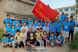 阜南县志愿者看望慰问贫困家庭及学生