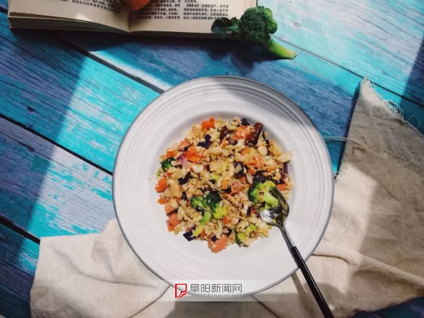 减脂餐≠水煮菜!8道低卡美食让你边吃边瘦!
