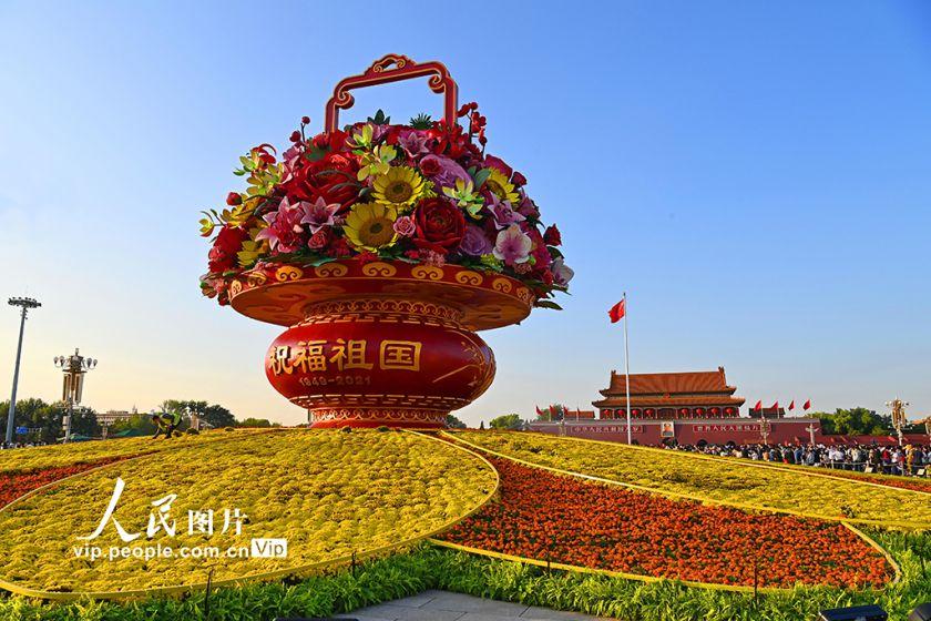 """北京:""""祝福祖国""""主题花坛成热门打卡地"""